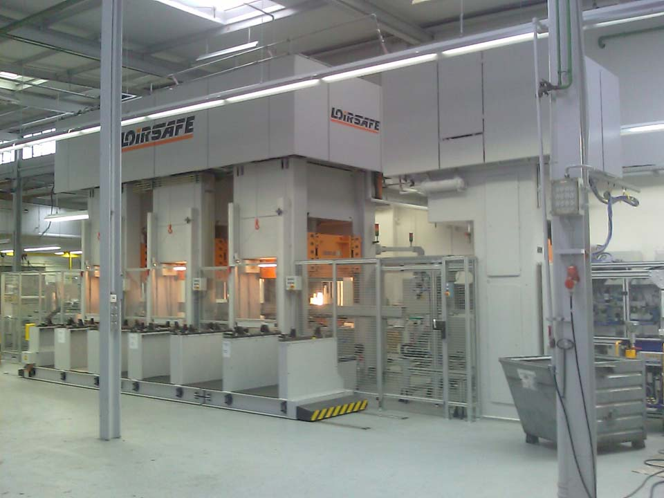 Automated line of three hydraulic presses to manufacture pressure cooker lids.