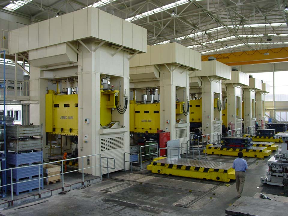 Line to manufacture car parts with seven hydraulic presses (4 x 8,000 kN and 3 x 10,000 kN) with two T-track side moving bolsters per press.