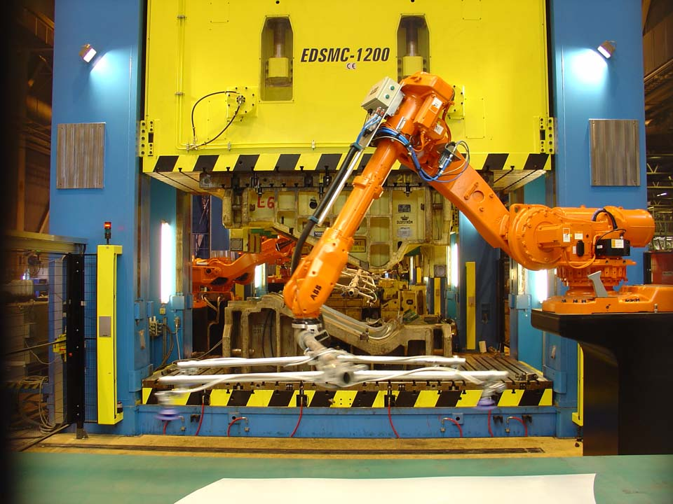 Robot-controlled line to manufacture car replacement parts with four hydraulic presses (1 x 20,000 kN and 3 x 12,000 kN).