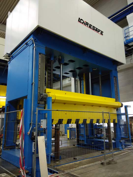 2.000 kN Hydraulic Press with front moving bolster for die spotting.