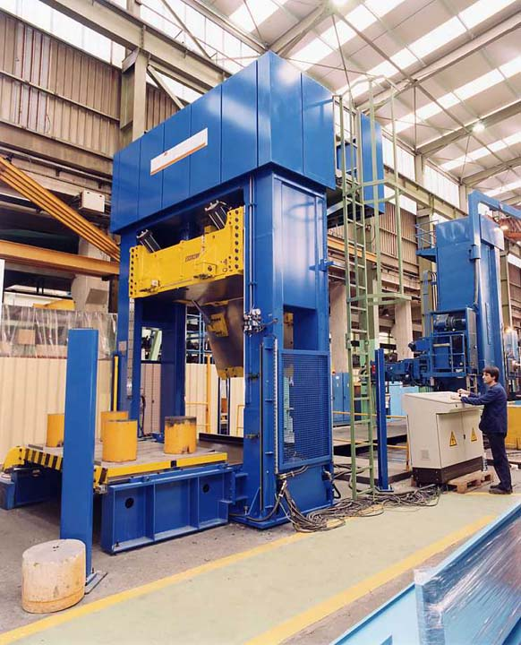 2.000 kN Hydraulic Press with front moving bolster and tilted upper ram plate.
