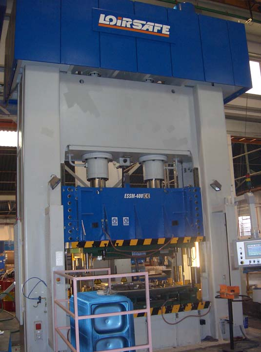 4.000 kN Hydraulic Press with single acting in upper side for steel plates drawing.