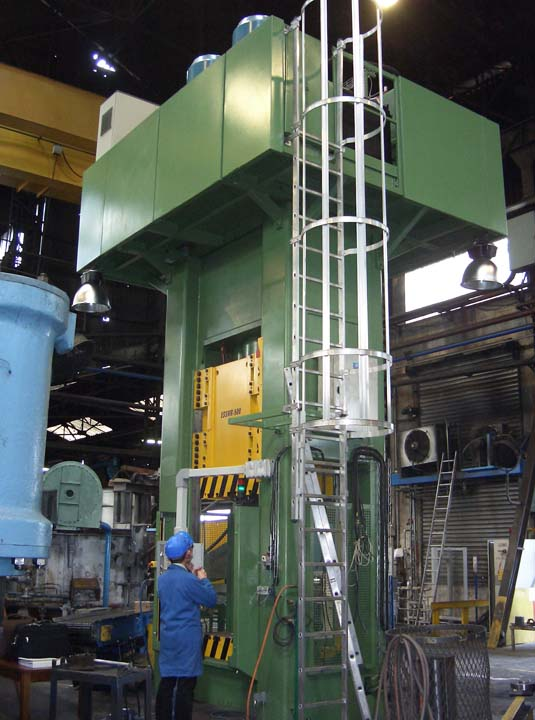 5.000 kN Hydraulic Press with single acting in upper side for hot upsetting.