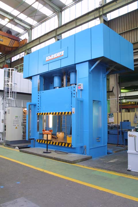 6.000 kN Hydraulic Press with single acting in upper side.