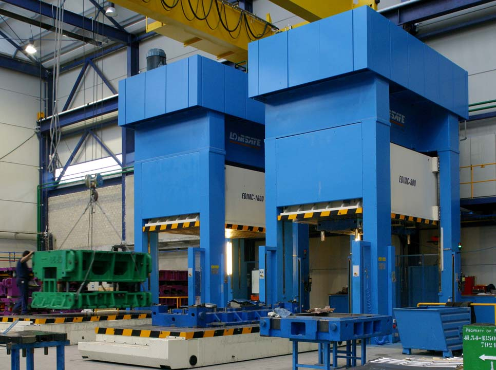 Line with three Hydraulic Presses (one 16.000 kN and two 8.000 kN) with side moving bolster.