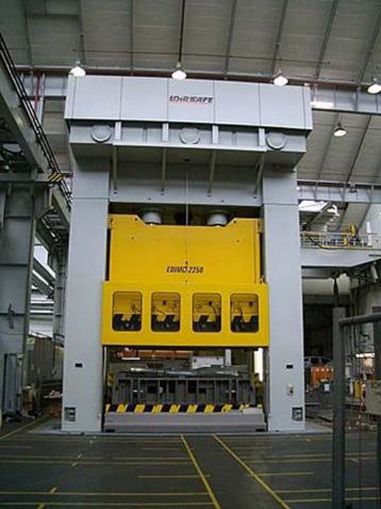 22.500 kN Hydraulic Press with front moving bolster.