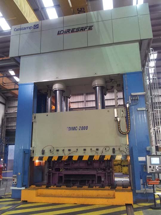 20.000 kN Hydraulic Press with front moving bolster.
