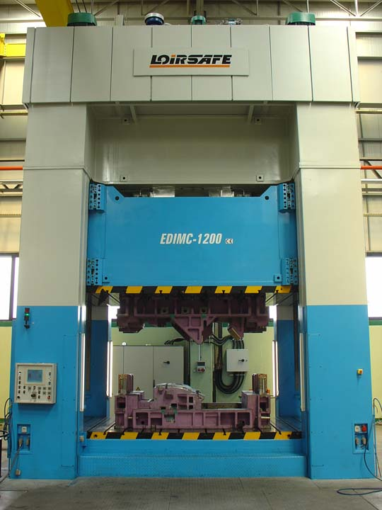 Line with two Hydraulic Presses (one 12.000 kN and one 8.000 kN) with side moving bolster.